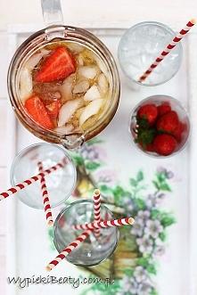 Sangria rabarbarowo-truskawkowa - Wypieki Beaty