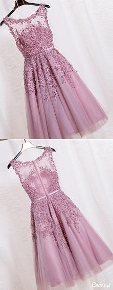 Pięknie zdobiona sukienka