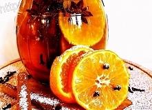 Świąteczny likier mandarynkowy  Składniki  200 ml wódki 45% 5 mandarynek 6 goździków laska kory cynamonowej ( osobiście dałam 2 ) 3 gwiazdki anyżu 1/2 szklanki cukru trzcinowego...