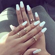 Jasne kolory na paznokcie na lato <3 wyglądają bajecznie :)