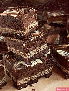 Sernik Prince Polo  forma 20x 20  Spód: - 280 g czekoladowych kruchych ciaste...