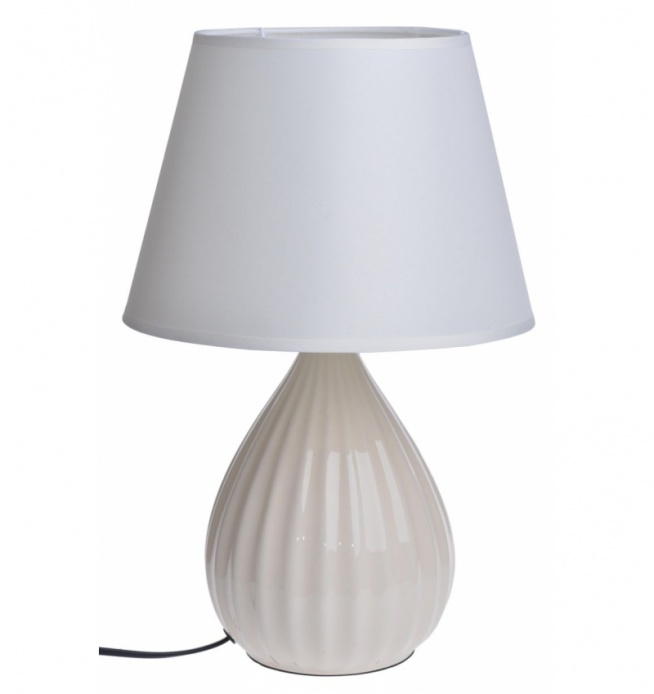 Lampa stołowa, nocna ceramiczna z podstawą prążkowaną. Podstawa lampy w kolorze kremowym, klosz w kolorze białym. Idealne oświetlenie w salonie, w kuchni, w jadalni lub w sypialni. Czarny kabel o długości ok 1 m.