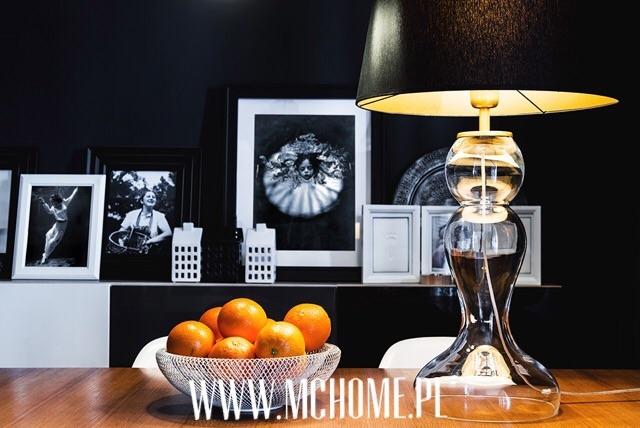 szklana lampa z abażurem
