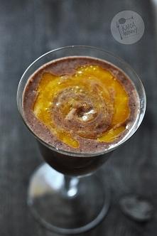 Koktajl chia z kakao i mango