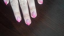 paznokcie hybrydowe z serii Neonail Termo w kolorze Twisted Pink. Kolor jasny...