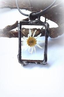 Tańczący rumianek - szklany wisiorek. Acoya Jewellery
