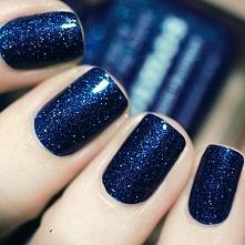Ale pięknie zrobione paznokcie, po prostu istny kosmos na rękach <3  Tak w...