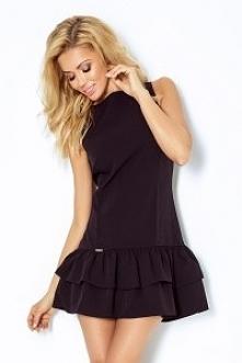 Sukienka z falbankami - tył dłuższy. Dziewczęca i zmysłowa. Bardzo dobrej jakości materiał. Marka numoco.