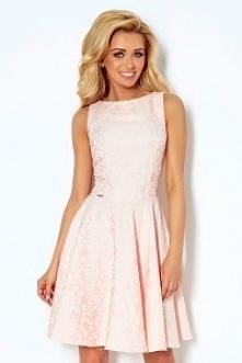Sukienka rozkloszowana wykonana z żakardowego materiału. Bardzo wygodna i kobieca. Marka numoco.