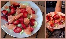 pyszności sezonowe c.d- grejpfrut i słodziutka truskawka na sałacie lodowej, polane łyżeczką kefiru