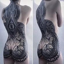 Tatuaż na plecach i nie tylko