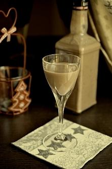 Likier czekoladowo – wiśniowy  Składniki:  0,5 l wiśniówki (luksusowa) puszka...