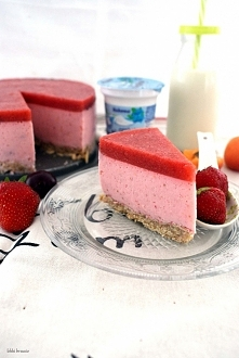 Jogurtowy sernik truskawkowy na zimno