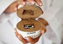 piłka baseballowa zamiast poduszki na obrączki