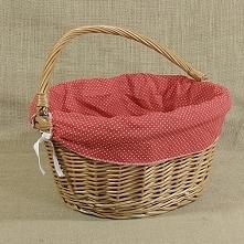 Wiklinowy kosz na rower obszyty materiałem w kol. czerwonym z białymi kropkami