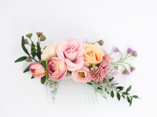 Piękny grzebyk ślubny do włosów ze sztucznych kwiatów! Dostępny w sklepie Madame Allure :)