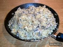 Łazanki z kapustą i grzybami około kilograma kapusty 15-20 dkg pieczarek duża...