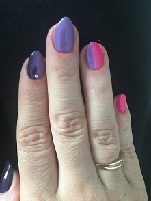 hybryda. ciemny i jasny fiolet z różem + perełka
