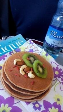 Zdrowe sniadanie w samoloci...