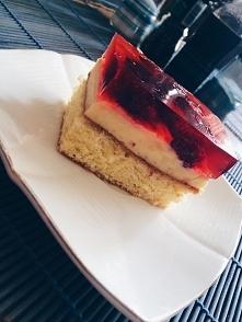 Ciasto z malinami i kremem budyniowym
