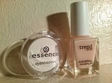 moje nowe kosmetyki. Cień do oczu i bezowy lakier :)