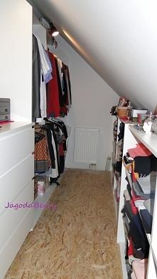 Druga strona garderoby póki co gotowa :) wieszaki (2m x 2m) też dzieło Mężusia :D tylko szuflady z Ikea ;) za mną lustro :)