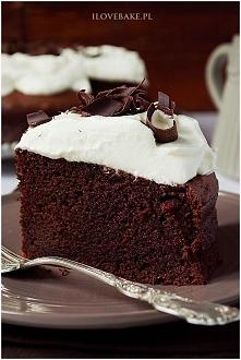 Ciasto z buraków o niesamowitej zawartości czekolady i przepysznym smaku. Mocno wilgotne, dosyć ciężkie o niewyczuwalnym smaku buraków z lekkim kremem śmietankowym. Bardzo cieka...