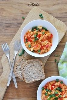 Proste i smaczne śniadanie, czyli oczywiście jajecznica! Wersja z pomidorami ...