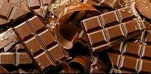 Przepis na domową czekoladę. Składniki: 2 łyżki oleju kokosowego, 15g wiórków...