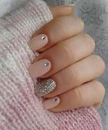 Lubicie delikatny manicure czy jednak wolicie ciemniejsze kolory?