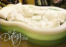 łóżko z basenu