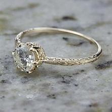 piękny pierścionek! :)