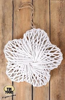 Duża wiklinowa biała zawieszka w kształcie kwiatka od koszyki.net.pl
