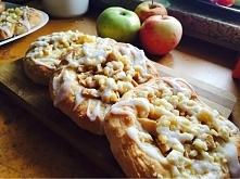 cynamonowe drożdżówki z jabłkiem