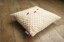 Poduszka we flamingi. Bawełna + plusz minky z haftem.