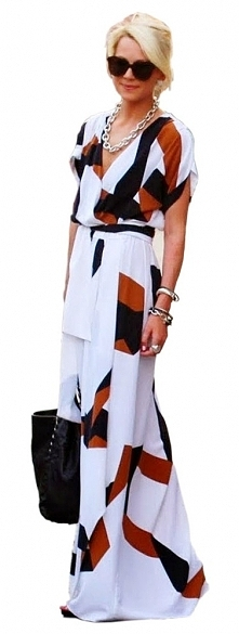 Piękna sukienka maxi w ciekawy geometryczny wzór.Po kliknięciu w zdjęcie przejdziesz do sklepu, w którym jest dostępna.