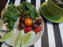 Kolacja :) grahamka + dodatki :P herbatka ziołowa.