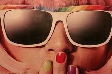 Okulary przeciwsłoneczne zapobiegają zmarszczkom, chronią wzrok, zapobiegają nowotworom, pomagają uchronić się przed oparzeniami i szkodliwym promieniowaniem UV (à propos — właś...