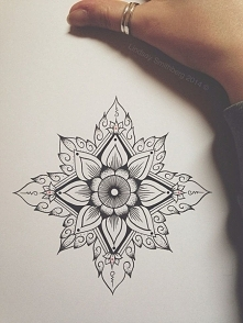 geometryczny kwiat/tatuaż