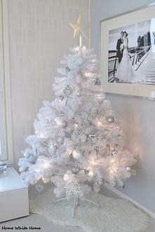 Biała choinka, na białe święta, biały śnieg, białe wszystko <3