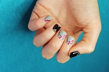 Manicure hybrydowy i kwiatki namalowane ręcznie farbkami akrylowymi