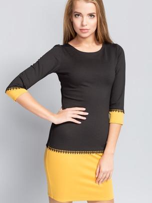 ROZMIAR: 38,40  Elegancka sukienka dopasowana do sylwetki o długości powyżej kolan. Model z okrągłym dekoltem i rękawem o średniej długości. Rękawy oraz linia bioder ozdobione koronką.  Skład 90% wiskoza 10% elastan Rozciągliwość średnia (do 4 cm) Parametry długość : 38r.-89cm; 42r.-91cm; długość rękawa od szyi 38r.-44cm, 42r.-45cm Rodzaj materiału trykotaż Pielęgnacja wyrobów prasować w temperaturze do 110°C, delikatne przepierać w temperaturze do 30 ° C, nie wybielać