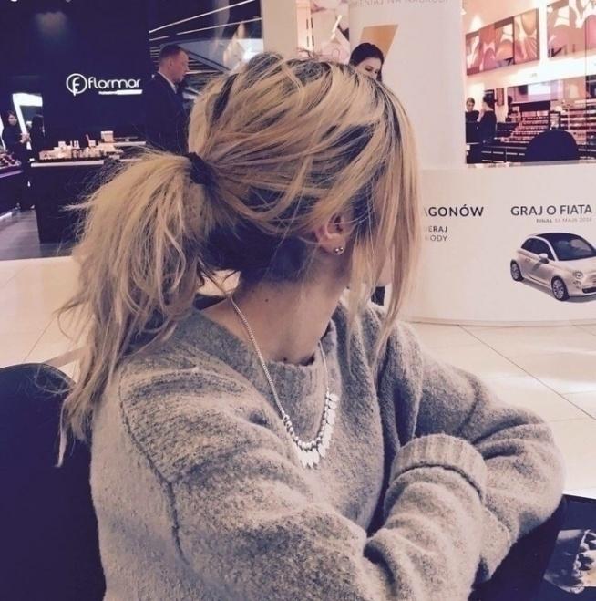 DZIEWCZYNY! Na sprzedaż sweterek ze zdjęcia! Jest mega cieplutki, dobry na xs/s/m, ogolnie jest oversize :) Idealny na nadchodzaca jesien/zime! Sweterek jest z Zary, 90 zl :) POLECAM :)  Jesli ktoras chetna, prosze pisac, smialo :)!