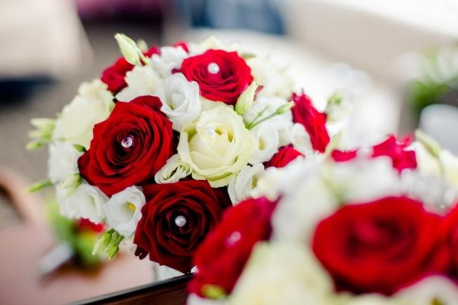 #bukietślubny #weddingflowers #roses #pearls