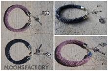 moonsfactory.wordpress.com  Less is more!  Piękne jednokolorowe bransoletki wykonane z ręcznie na szydełku z koralików toho. Delikatna biżuteria praktycznie pasuje do każdej sty...