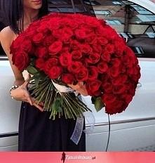 Taki bukiet to marzenie :) życzę każdej, aby dostała ogromny bukiet róż :* pozdrawiam wszystkie panie :)