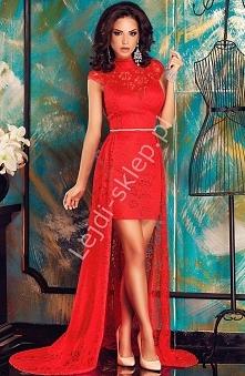 Czerwona koronkowa sukienka z trenem