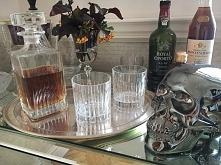 Karafka i szklanki do whyski, czaszka ceramiczna w stylu modern clasic