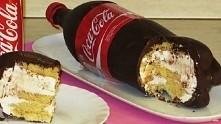 ciasto w butelce coca cola. Jestem ciewawa jak smakuje ;)