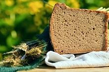Dzisiaj nie będzie przepisu, ale opowieść o pieczeniu chleba. Nie, nie mam zamiaru zanudzać nikogo historią piekarnictwa, ale opiszę nasze z chlebusiem zmagania.